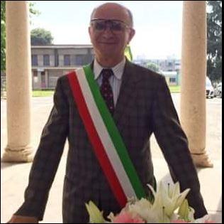 Angelo con la fascia tricolore, durante ila celebrazione dei matrimoni, oltre 200 celebrati in Comune.